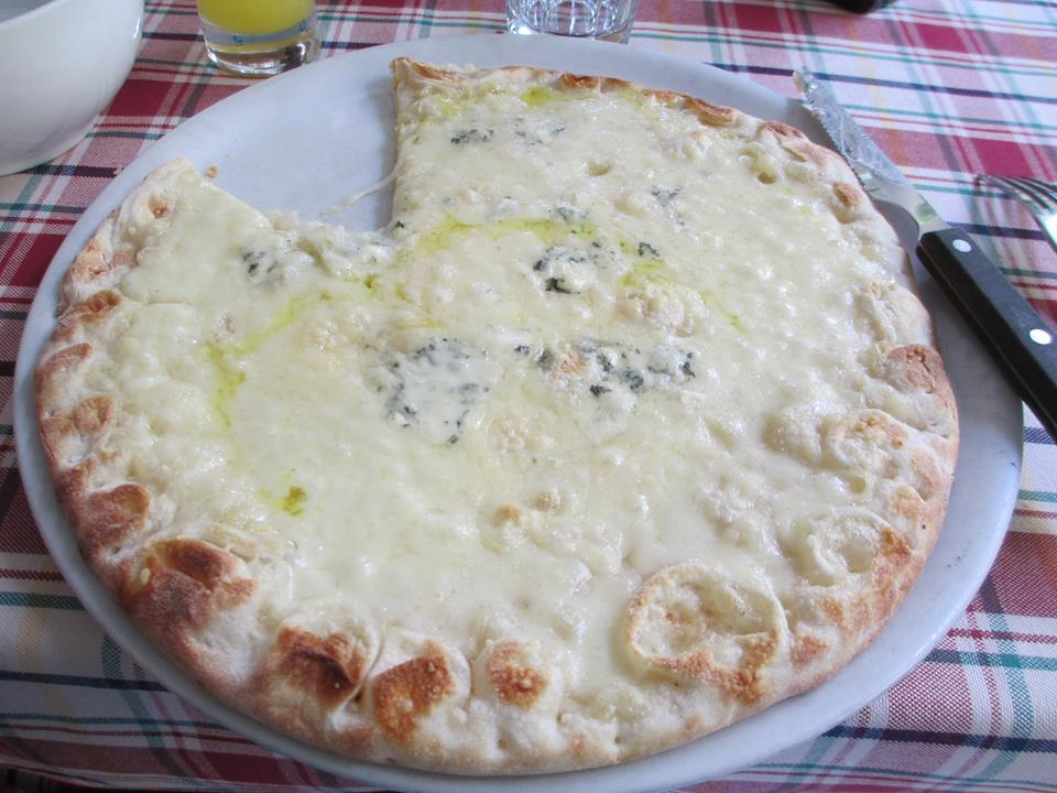 Cheese Pizza with White Sauce