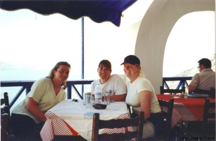 Fira (Santorini) Greece, Having lunch with Renata and Kate at one of the restaurants by the water