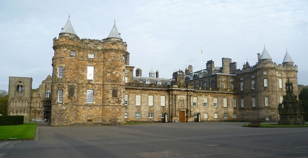 1280px-Palace_of_Holyroodhouse,_Edinburgh