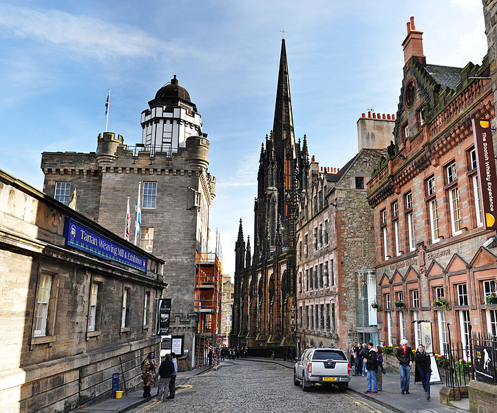 722px-The_Royal_Mile,_Edinburgh_-_High_Resoultion