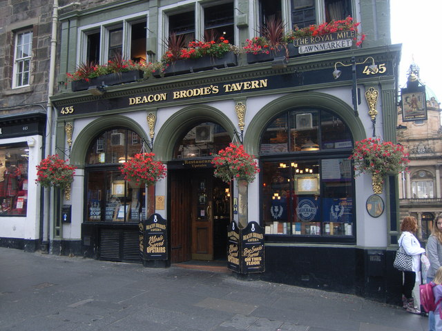 Deacon_Brodie's_Tavern,_Edinburgh_-_geograph.org.uk_-_973115
